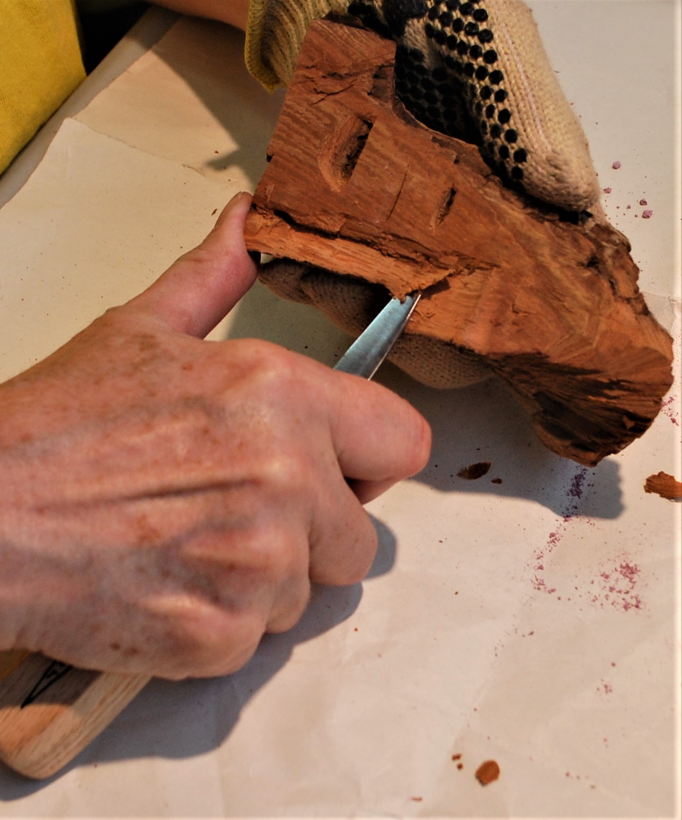 Pairing cut on babk of wood
